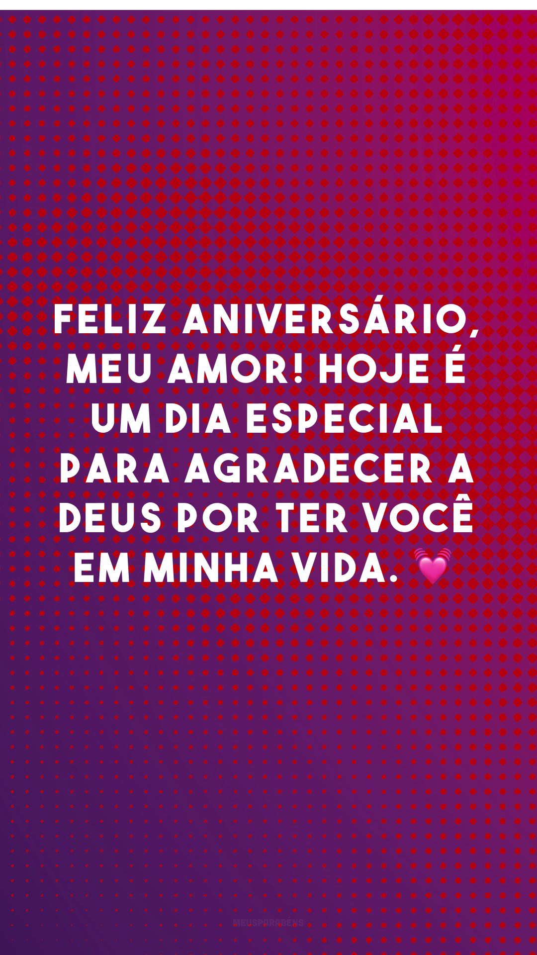 Feliz aniversário, meu amor! Hoje é um dia especial para agradecer a Deus por ter você em minha vida. 💓<br />