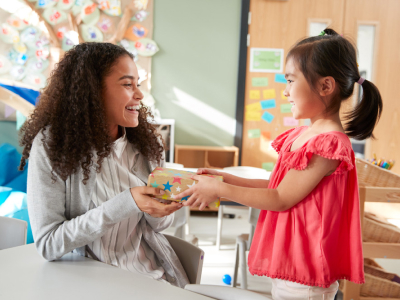 30 frases de feliz aniversário para professora que são belas homenagens