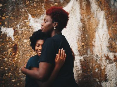 40 frases de feliz aniversário para afilhada que mostram amor e proteção