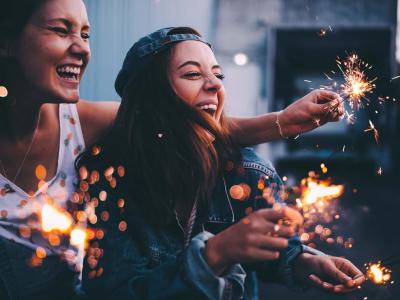 35 frases de feliz aniversário para colega que vão estreitar essa amizade