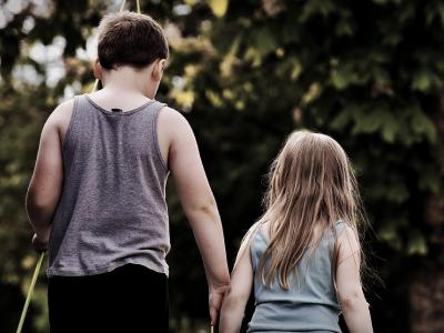 50 frases de aniversário para irmã mais nova que desejam muito amor