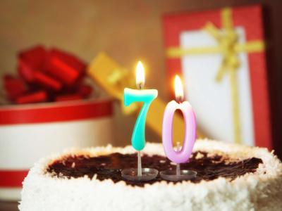 30 frases de aniversário de 70 anos que celebram essa idade marcante