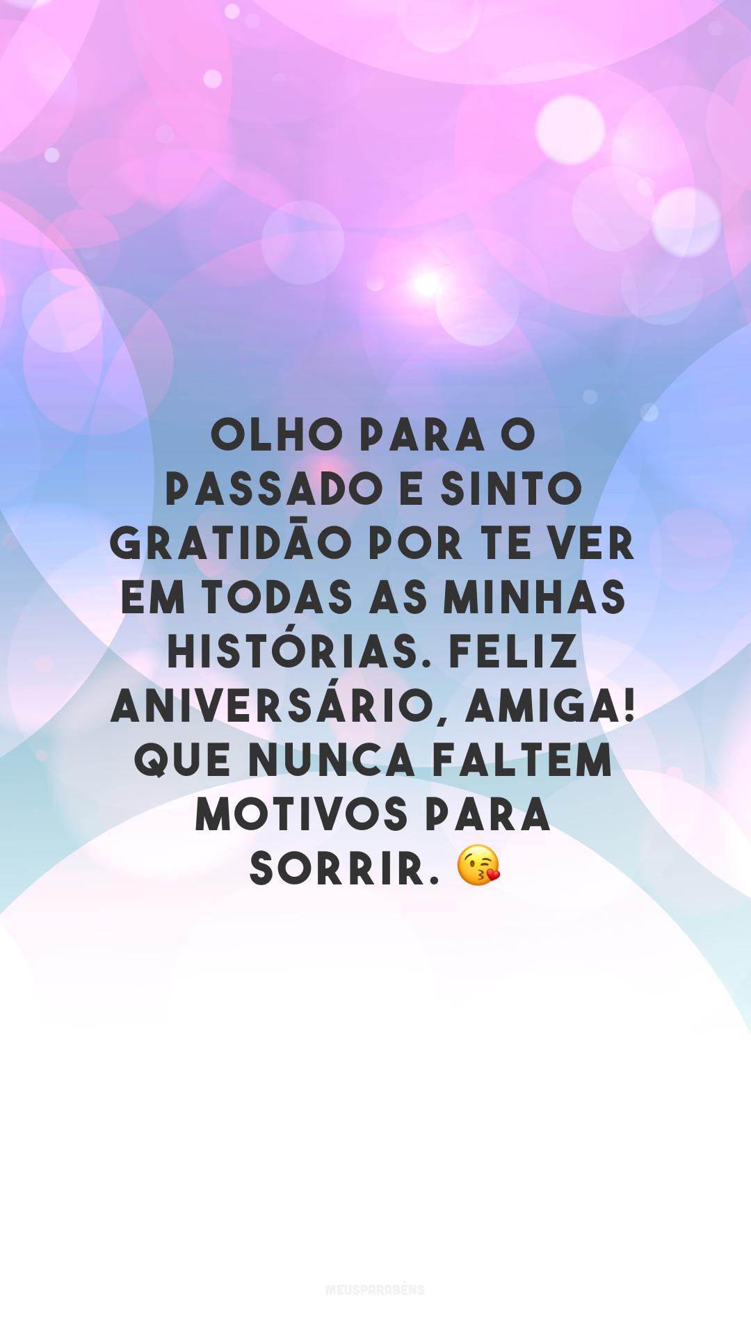 Olho para o passado e sinto gratidão por te ver em todas as minhas histórias. Feliz aniversário, amiga! Que nunca faltem motivos para sorrir. 😘