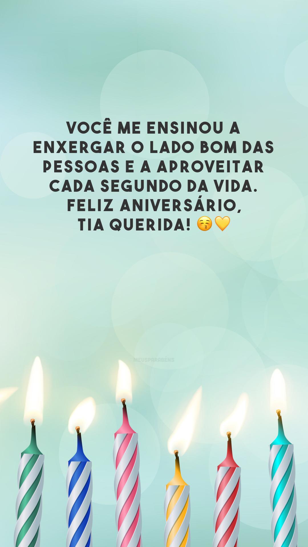 Você me ensinou a enxergar o lado bom das pessoas e a aproveitar cada segundo da vida. Feliz aniversário, tia querida! 😚💛