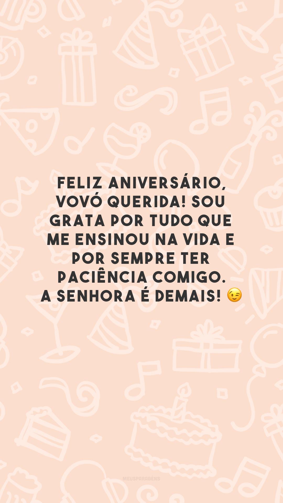 Feliz aniversário, vovó querida! Sou grata por tudo que me ensinou na vida e por sempre ter paciência comigo. A senhora é demais! 😉