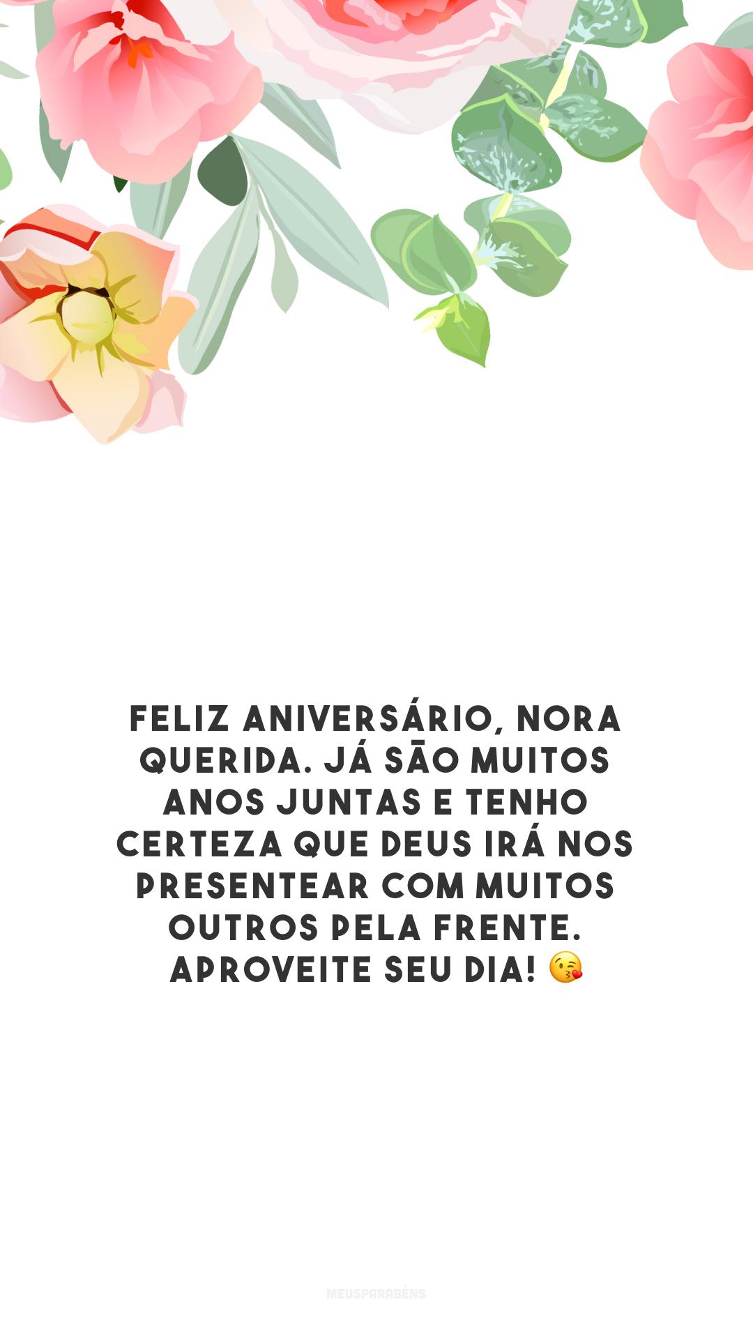 Feliz aniversário, nora querida. Já são muitos anos juntas e tenho certeza que Deus irá nos presentear com muitos outros pela frente. Aproveite seu dia! 😘