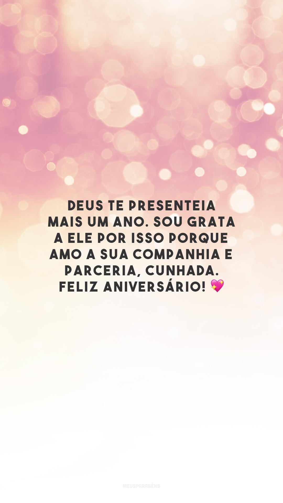 Deus te presenteia mais um ano. Sou grata a Ele por isso porque amo a sua companhia e parceria, cunhada. Feliz aniversário! 💖