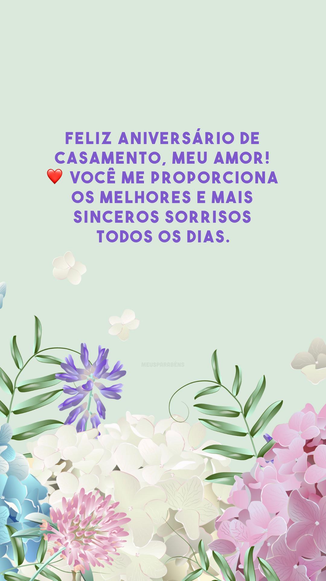 Feliz aniversário de casamento, meu amor! ❤️ Você me proporciona os melhores e mais sinceros sorrisos todos os dias.