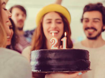 30 frases de aniversário de 21 anos para quem está iniciando a vida adulta