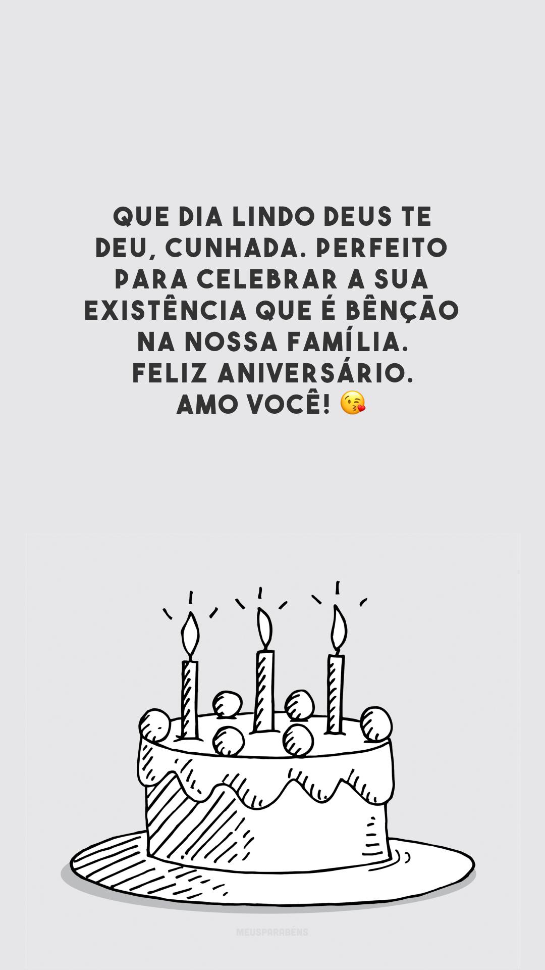 Que dia lindo Deus te deu, cunhada. Perfeito para celebrar a sua existência que é bênção na nossa família. Feliz aniversário. Amo você! 😘