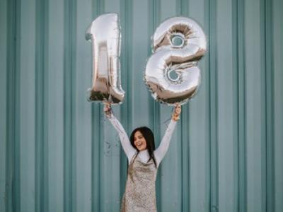 40 frases para convite de aniversário de 18 anos que celebram a maioridade