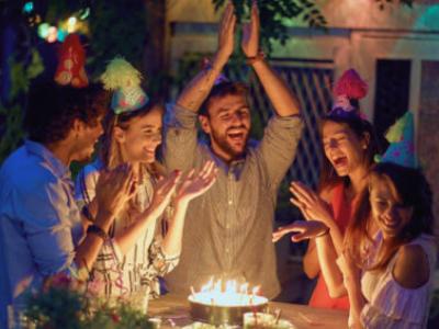 30 frases de música de aniversário para cantar e celebrar