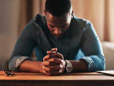 30 frases de versículos de aniversário para pastor que o abençoarão