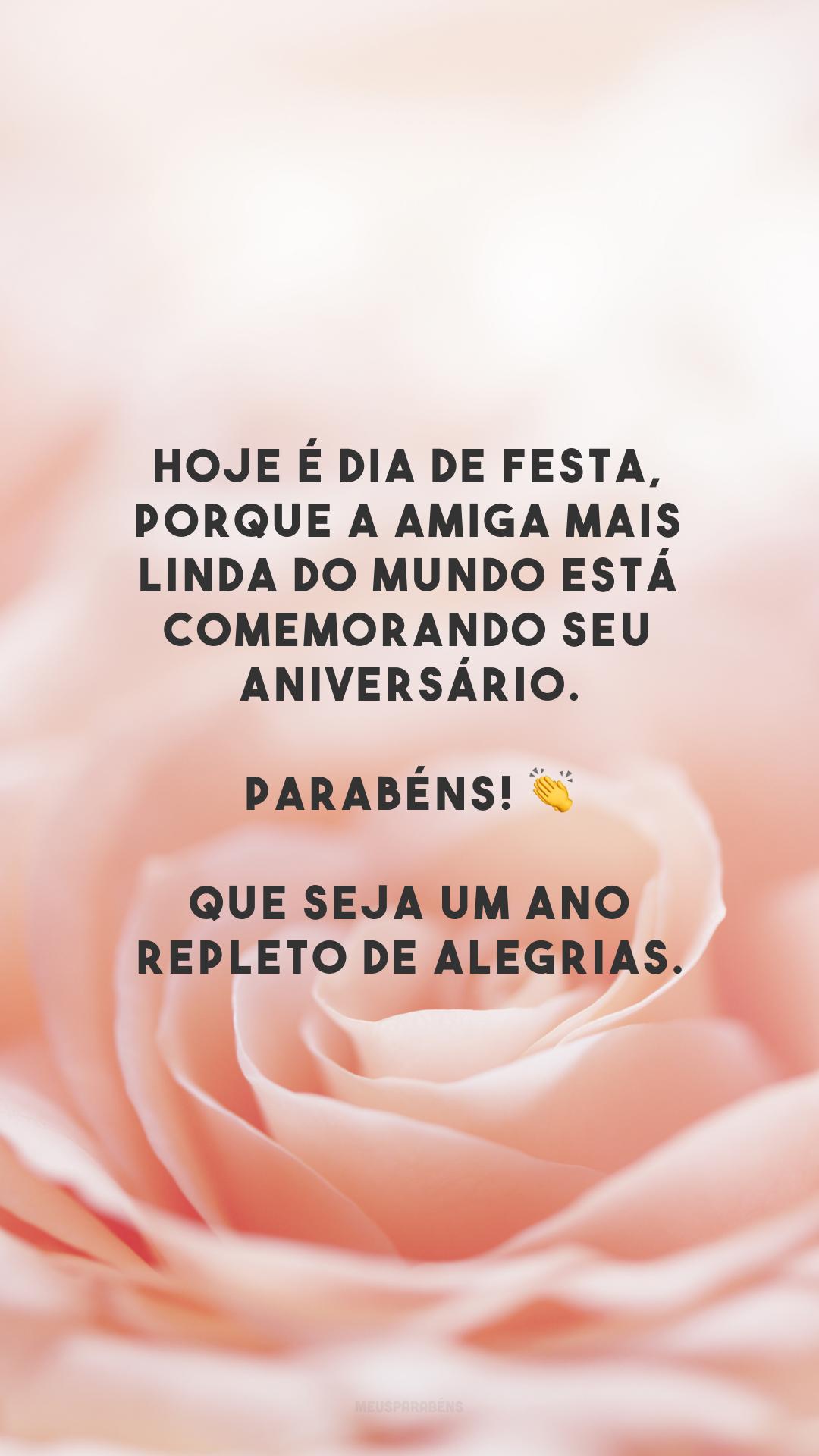 Hoje é dia de festa, porque a amiga mais linda do mundo está comemorando seu aniversário. Parabéns! 👏 Que seja um ano repleto de alegrias.