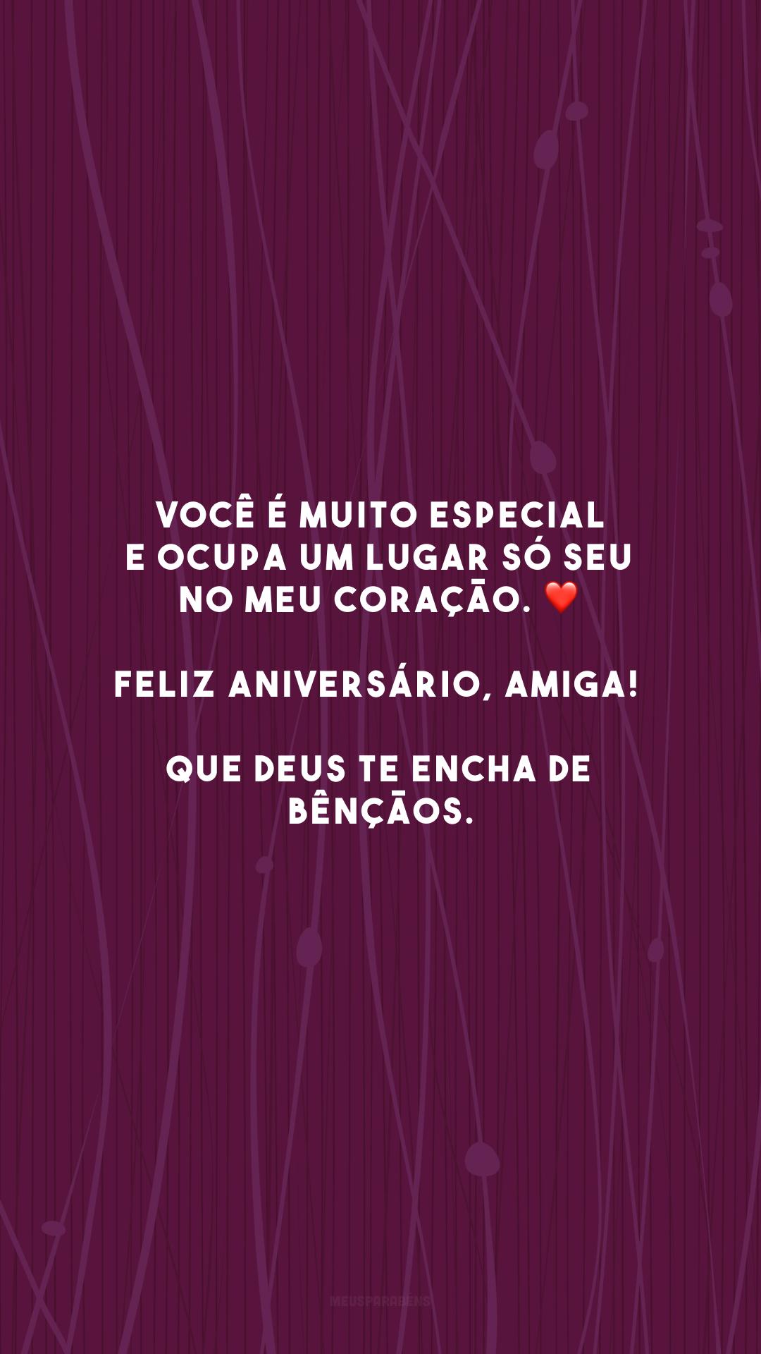 Você é muito especial e ocupa um lugar só seu no meu coração. ❤️ Feliz aniversário, amiga! Que Deus te encha de bênçãos.