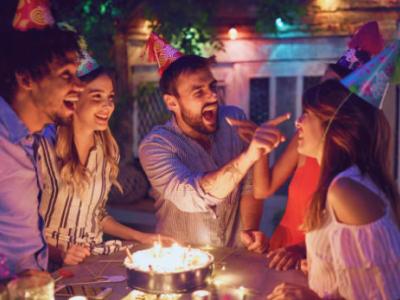 40 frases de aniversário engraçadas para amigo que o farão sorrir